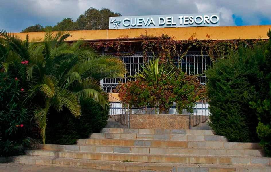 main entrance to Treasure Cave in Rincon de la Victoria