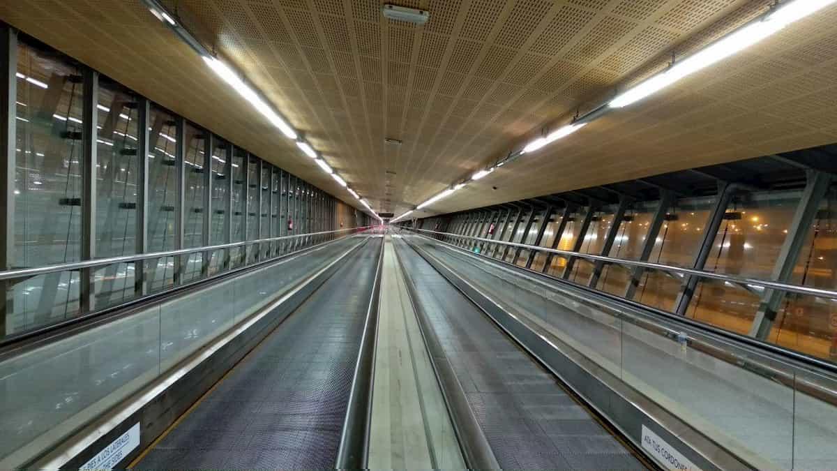 Transito en el aeropuerto de Málaga tras covid-19