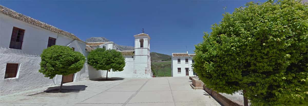 Main square at Villanueva del Cauche