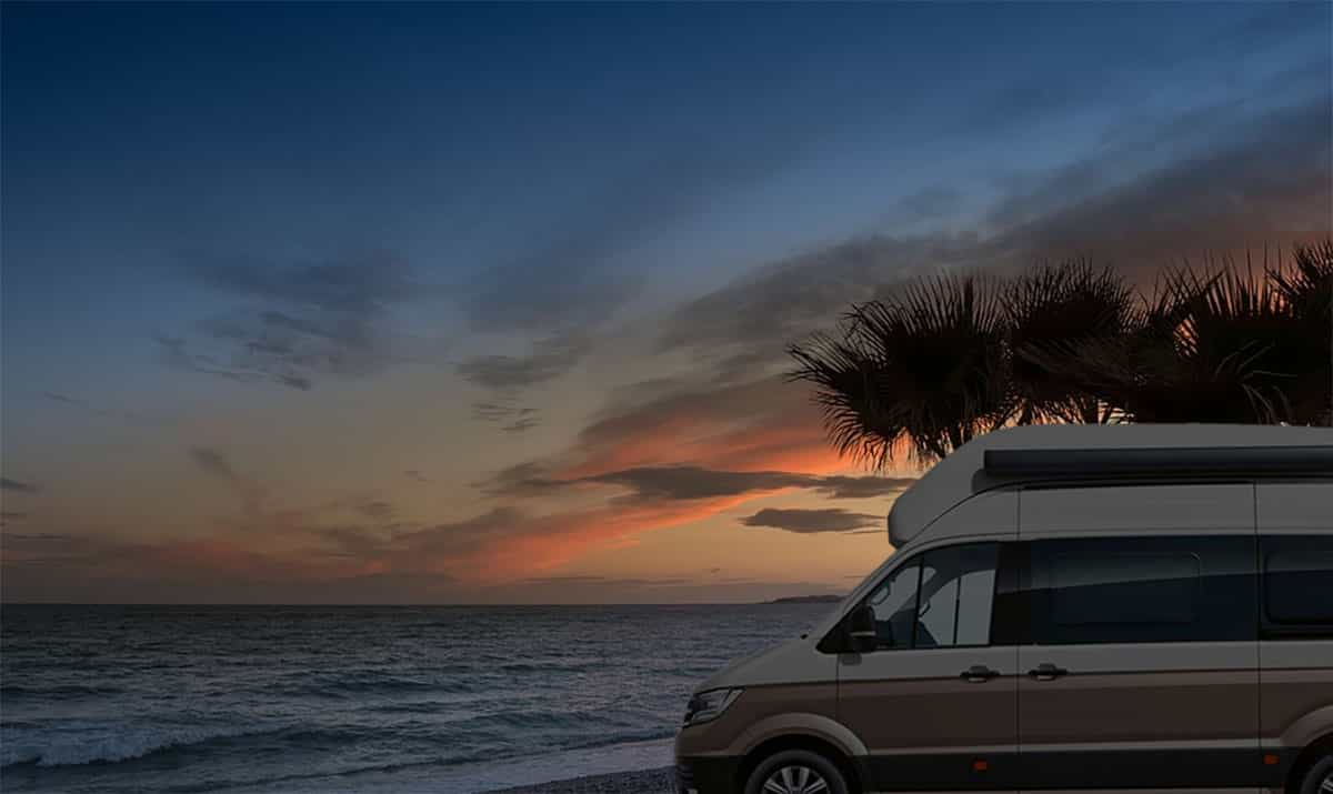 Volkswagen Grand California 600 an einem Strand