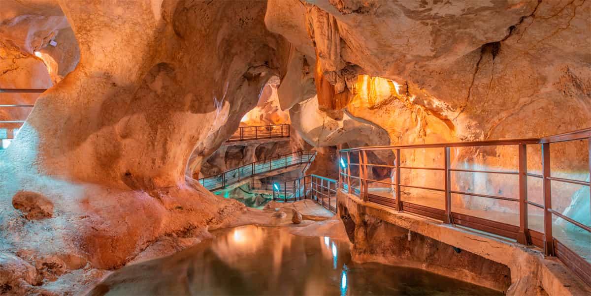 Interior de la Cueva del Tesoro