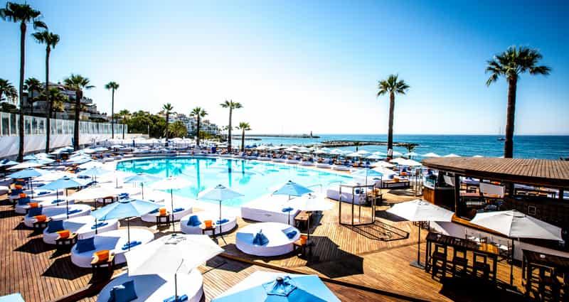 Ocean Club bed pool