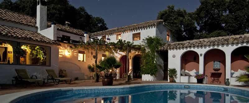 Ejemplo de villa con piscina