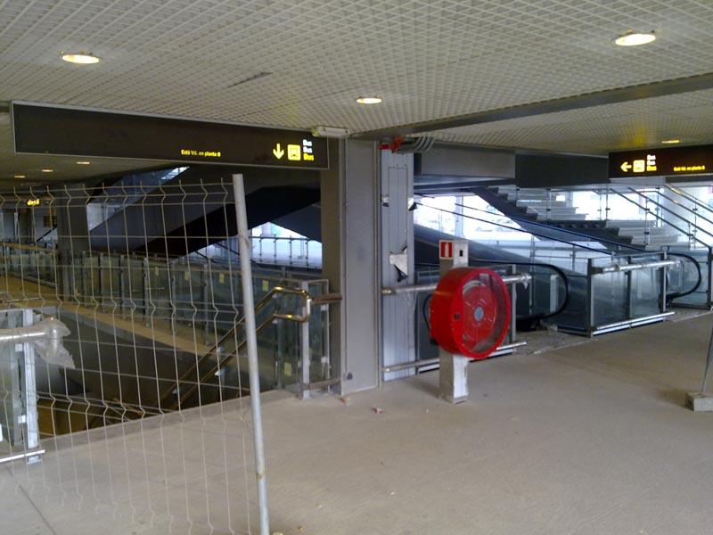 Malaga airport T3 interior 3