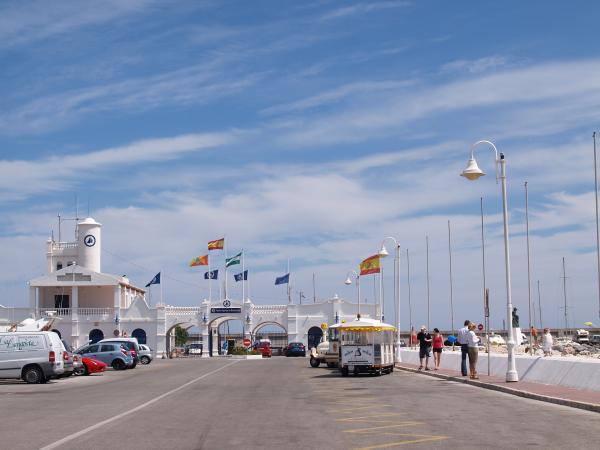 Puerto Marina road