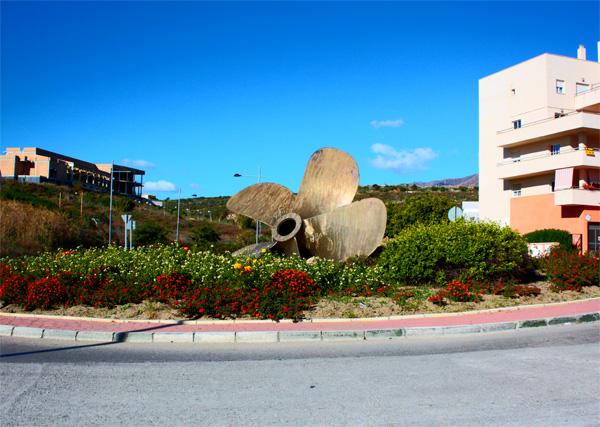 Estepona helize monument