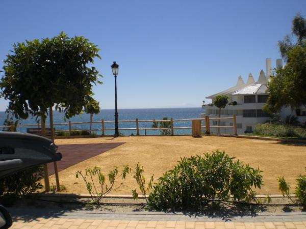 Estepona promenade and sea 18
