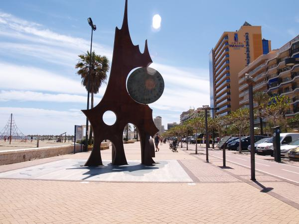 Fuengirola promenade sculpture