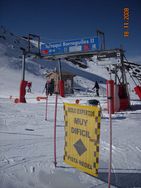 Hard ski track picture
