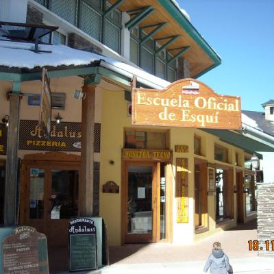 Sierra Nevada ski school photo