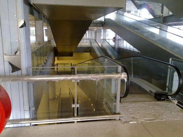 Malaga airport T3 interior 6